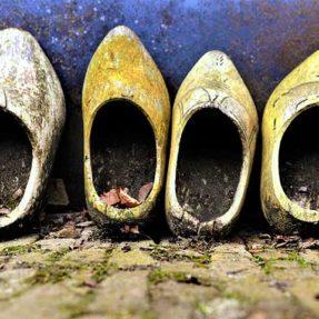 КЛОМПЫ ИЛИ ДЕРЕВЯННЫЕ БАШМАКИ (фото 1)
