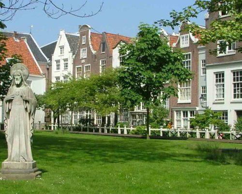 Экскурсии по Амстердаму с гидом Наталией Битепаж: Бегинаж (Begijnhof)